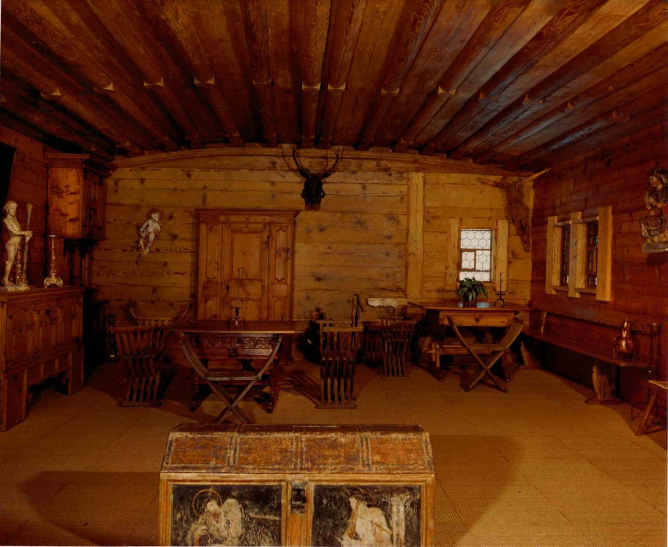 mobel antik berlin die neuesten innenarchitekturideen. Black Bedroom Furniture Sets. Home Design Ideas